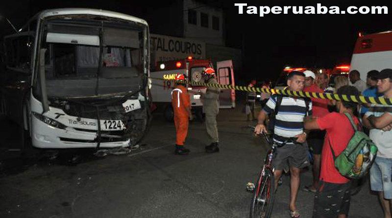 Acidente entre ônibus em Fortaleza