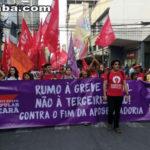 Manifestantes protestam contra reforma da Previdência e terceirização no Centro de Fortaleza